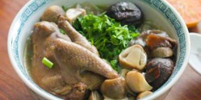 Chim bồ câu hầm hạt sen