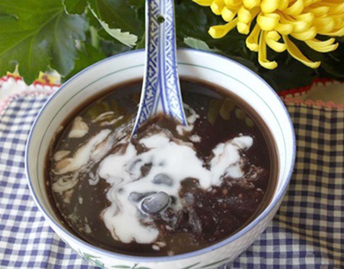 Cách nấu chè bột sắn đậu đen